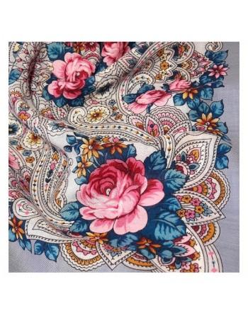 1690-1-batic-esarfa-sal-din-lana-89x89cm-original-pavlovo-posad-rusia-model-na-krylyakh-vetra-multicolor-pe-fundal-gri