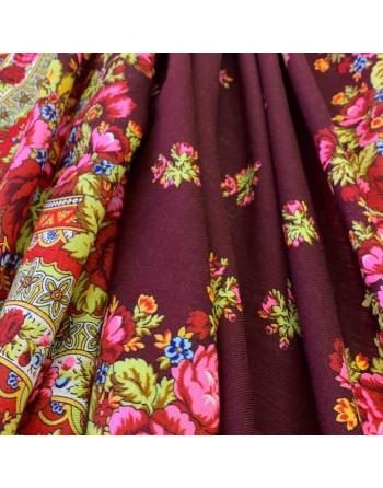 sal-esarfa-basma-batic-lana-125x125cm-original-pavlovo-posad-rusia-model-floral-rozovyy-sad-pe-fundal-rosu-visiniu